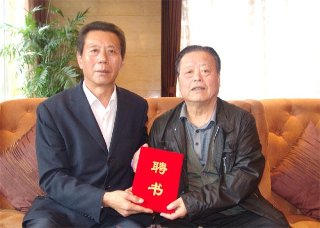 海军政委肖怀志受聘中国三农快讯主任助理合影